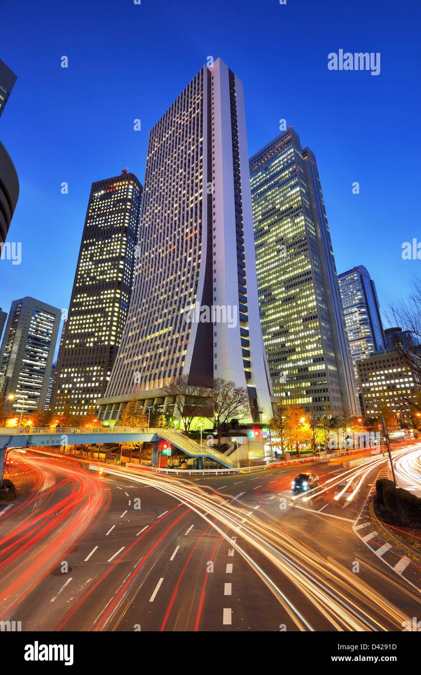 Edificios de oficinas en Shinjuku, Tokio, Japón. Imagen De Stock