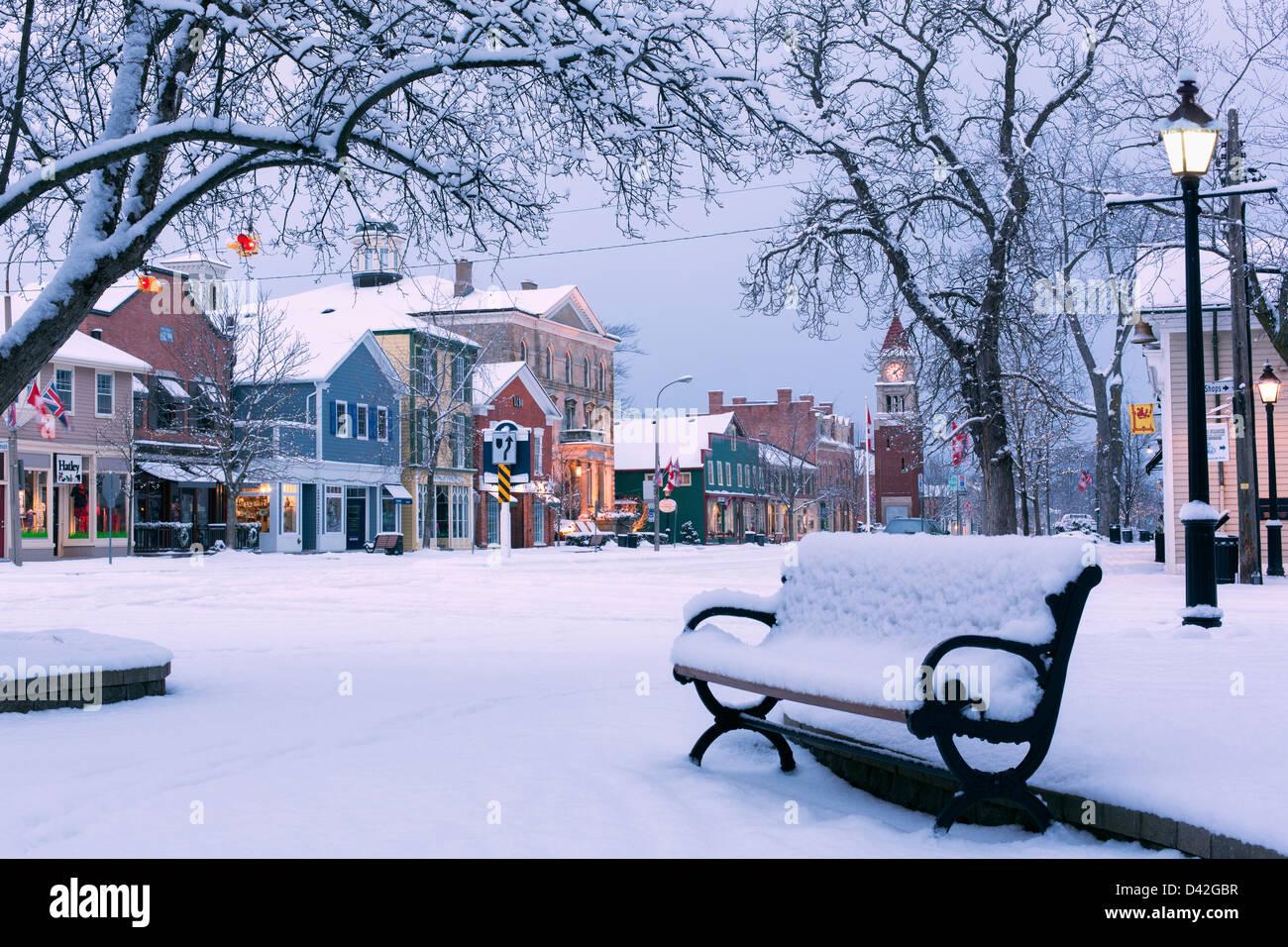 Ontario,Canadá,Niagara-on-the-Lake,Queen street,temprano por la mañana de invierno Imagen De Stock