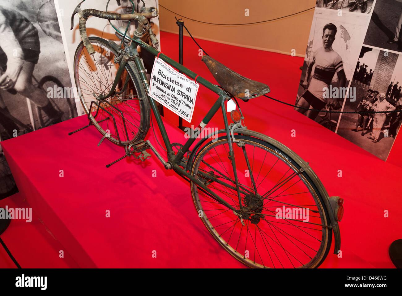 Alfonsina Strada bicicleta del Giro d'Italia, año 1924 Imagen De Stock