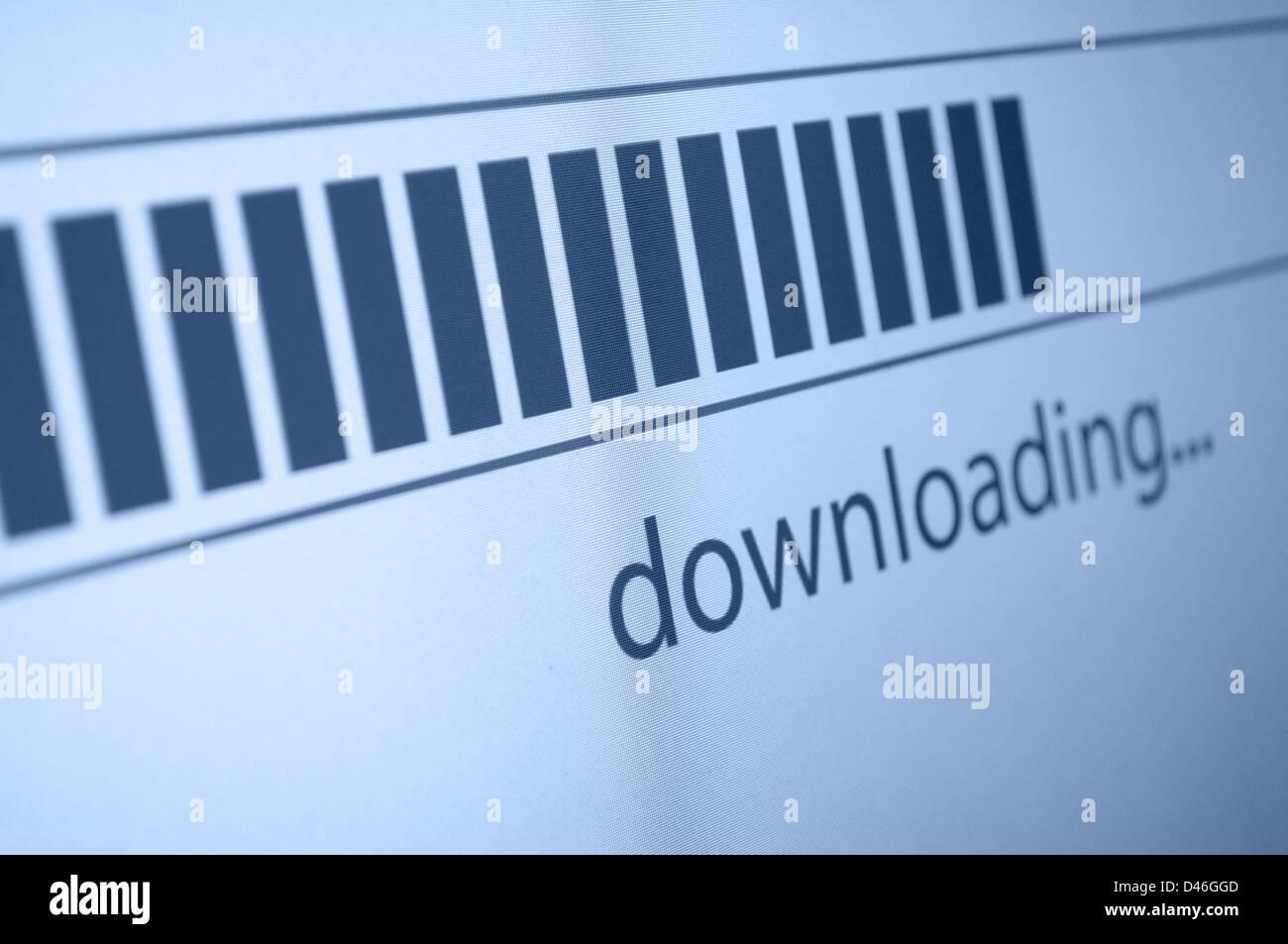 Primer plano de la barra de progreso de la descarga en la pantalla LCD Imagen De Stock