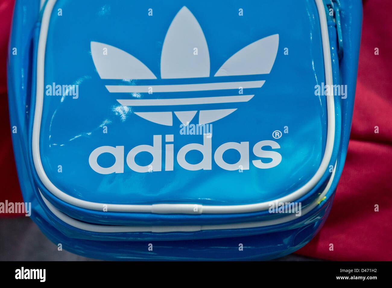 Stockamp; Bag Alamy Adidas Imágenes De Fotos q354RAjL
