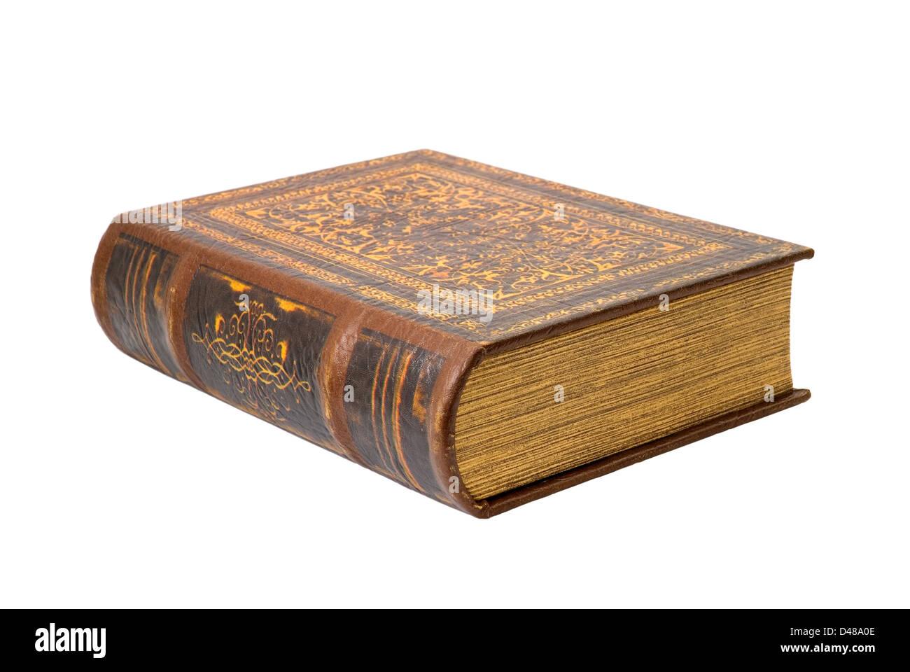 Antiguo libro es fotografiado en el fondo blanco. Imagen De Stock