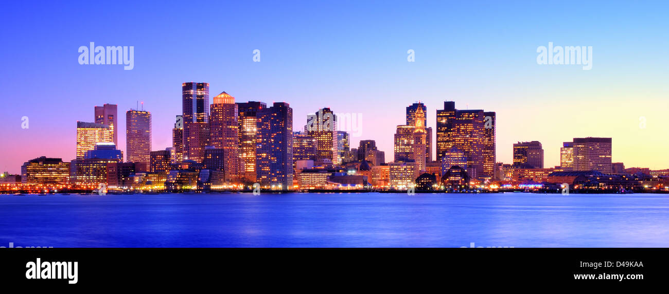 Panorama del anochecer en Boston, Massachusetts. Imagen De Stock