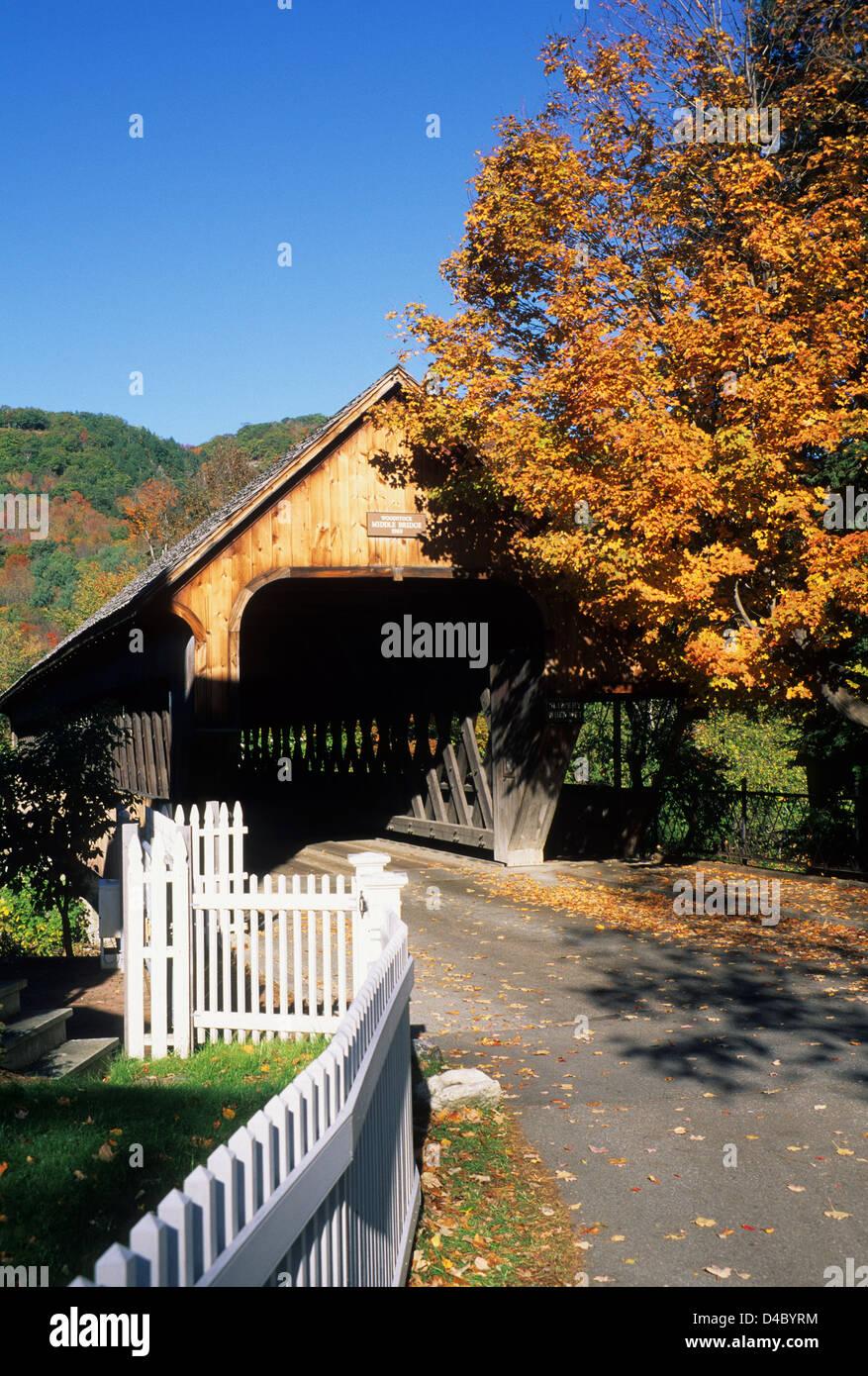 Elk280-1319v Vermont, Woodstock, Medio puente cubierto, 1969 Imagen De Stock