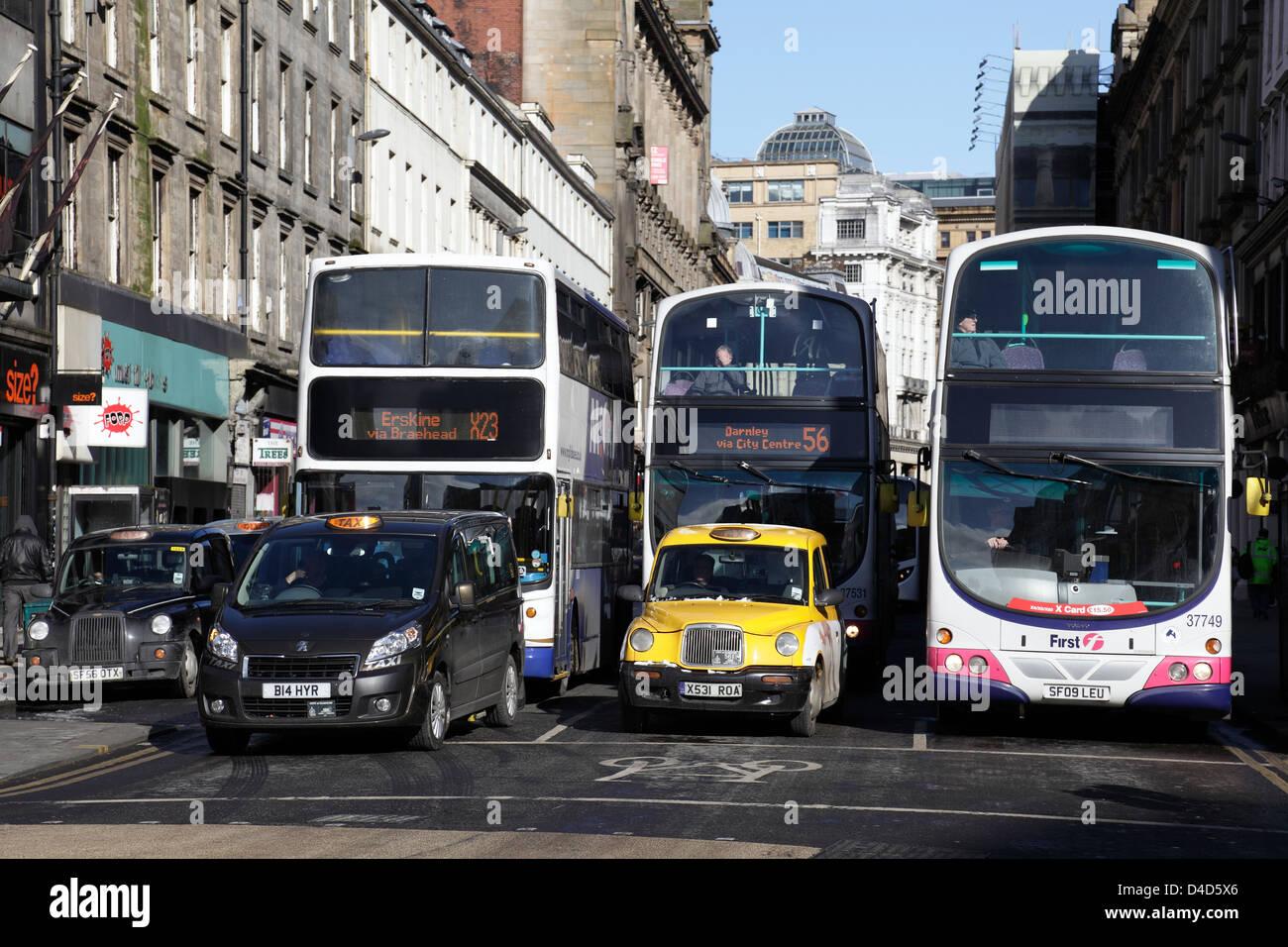 Autobuses y taxis en Union Street en el centro de la ciudad de Glasgow, Escocia, Reino Unido Imagen De Stock