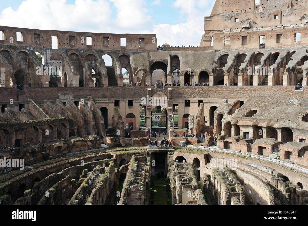 Las Ruinas Del Antiguo Coliseo Romano En El Corazón Del Imperio