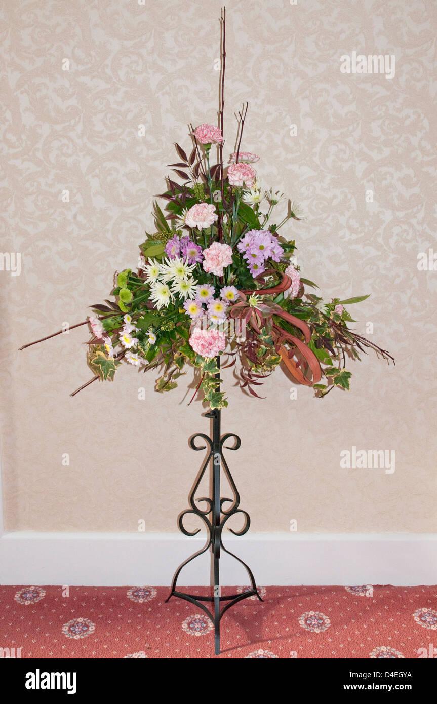 Pedestal Arreglo Floral Organizada Por Aficionados Con