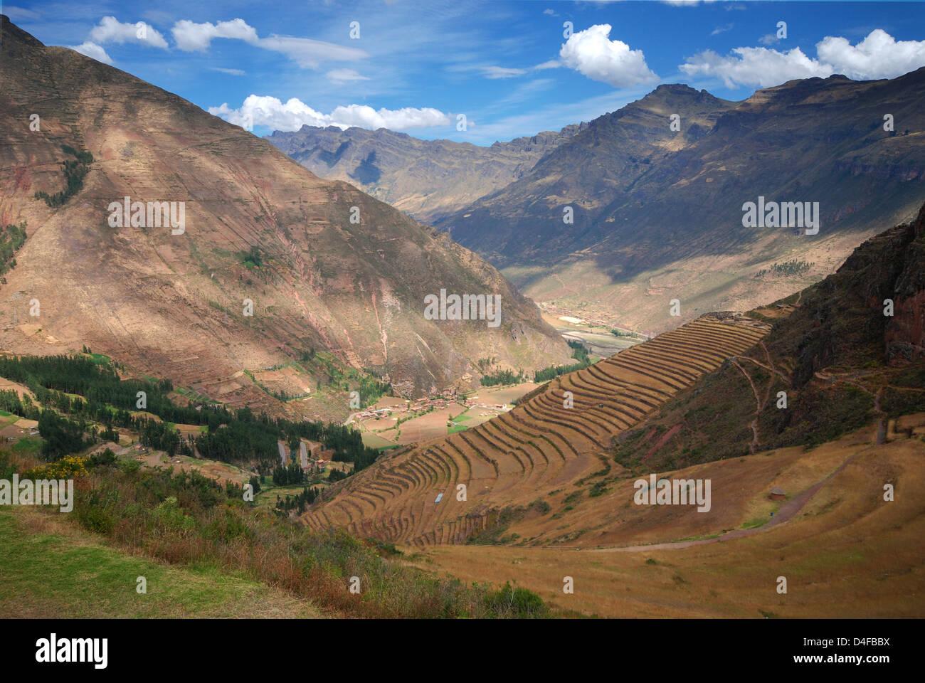 Las Terrazas Agrícolas En Las Montañas De La Cordillera De