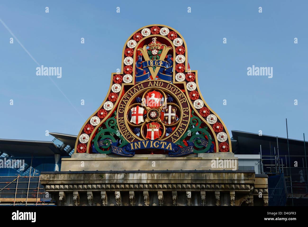 Detalle arquitectónico en Blackfriars Railway Bridge, Londres, Gran Bretaña. Imagen De Stock