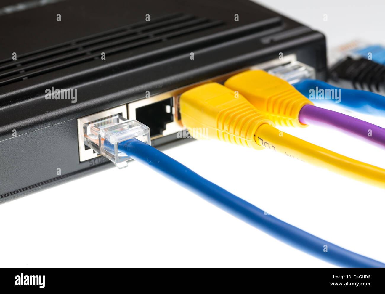 Cables de PC conectado - conexión a internet lan cables CAT5 Imagen De Stock