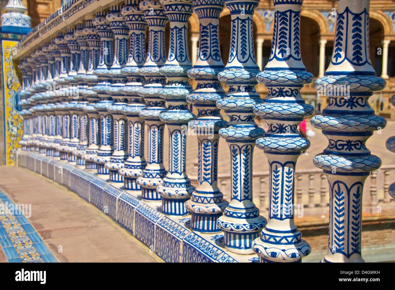 Decoración Cerámica columnas, Plaza de España, Sevilla, Andalucía, España Imagen De Stock