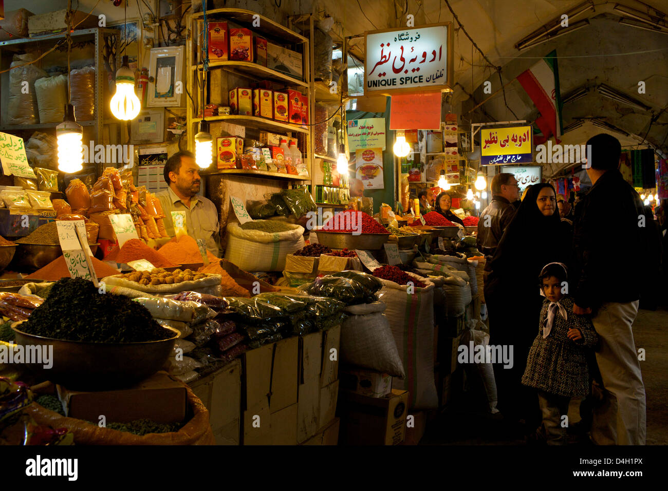 En el interior de las galerías del Gran Bazar de Isfahán, Irán, Oriente Medio Imagen De Stock