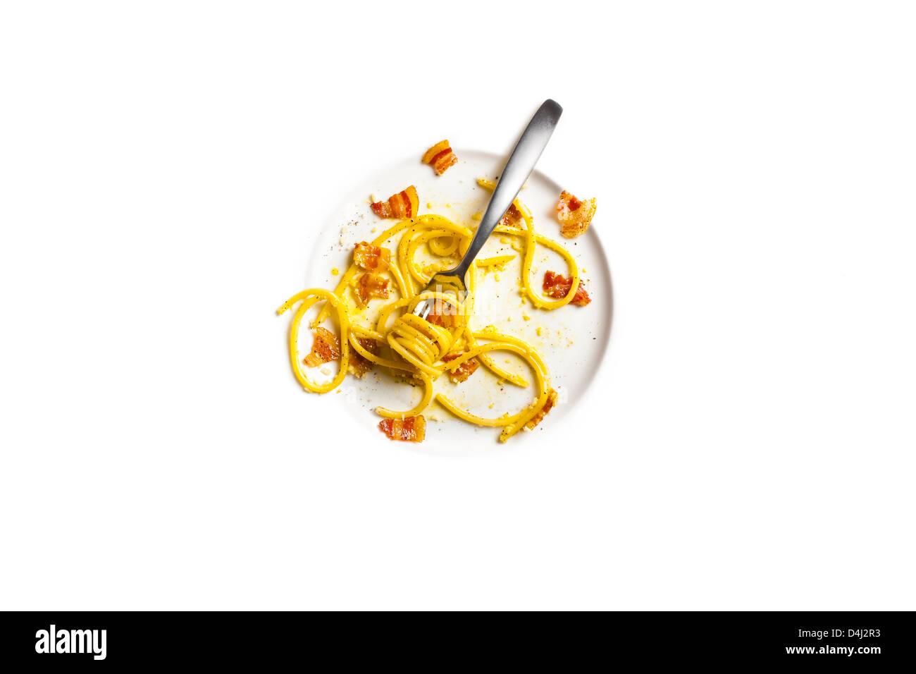 Bucatini con uovo, pecorino e luppolino croccante - Bucatini pasta con huevo, queso pecorino y crujientes luppolino Imagen De Stock