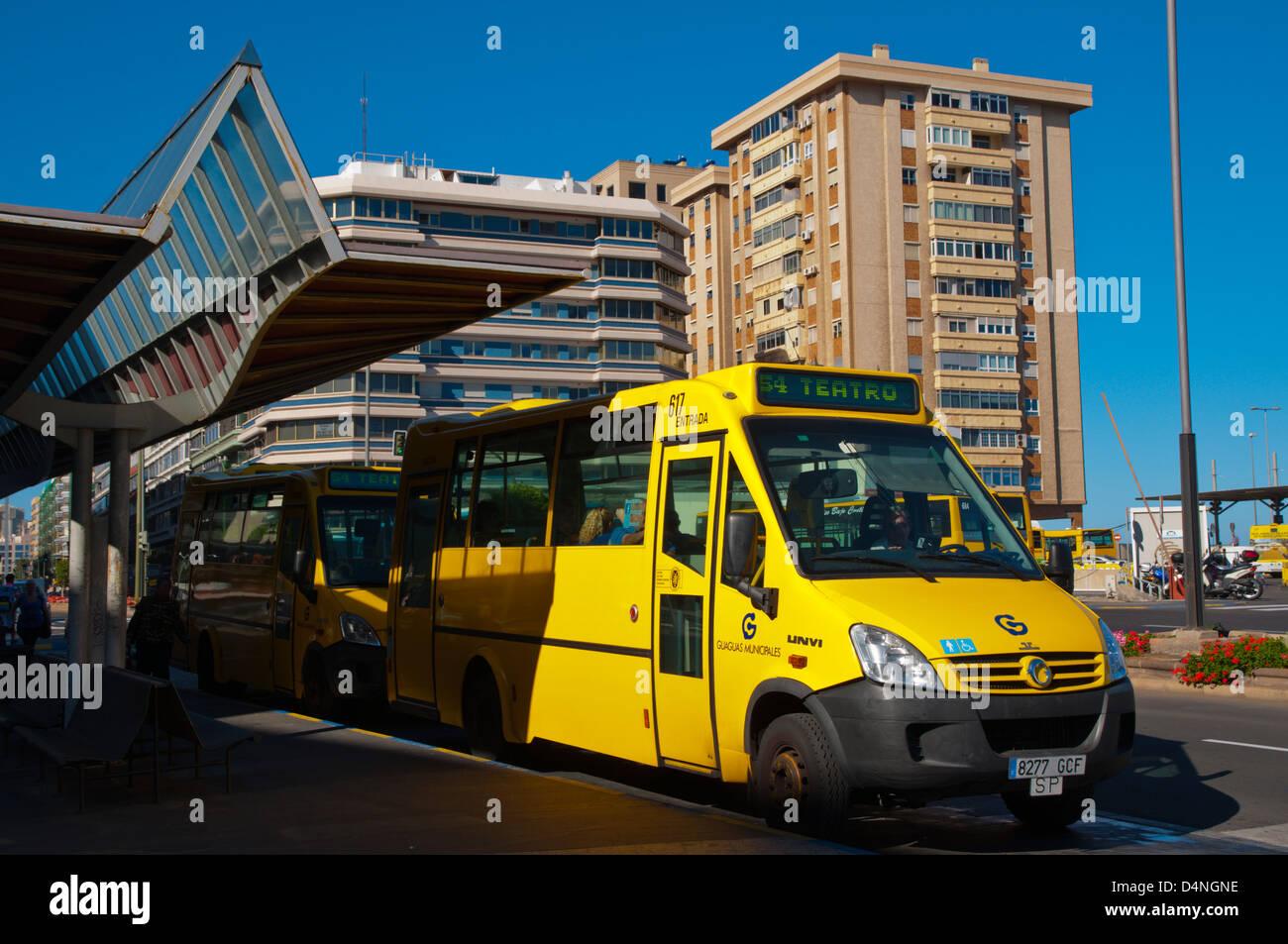 Los autobuses en el Teatro deje de Barrio de Triana de Las Palmas de Gran Canaria Gran Canaria, isla de la ciudad Imagen De Stock