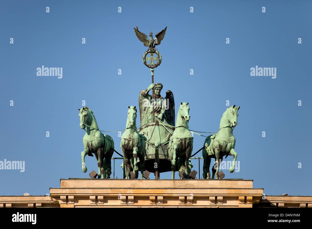 Berlín, Alemania, por Johann Gottfried Schadow Quadriga en la Puerta de Brandenburgo Foto de stock