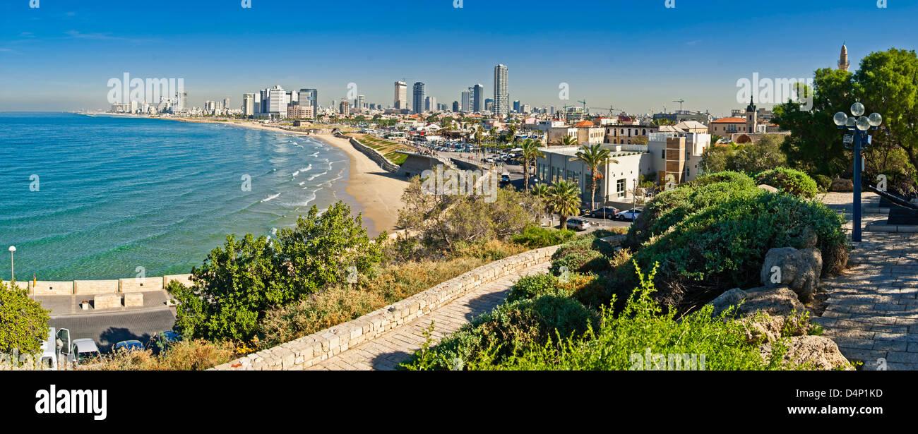 Ver Costline de Tel-Aviv-Jaffa, visto desde la parte medieval de la ciudad de Jaffa fue puerto en tiempos ancinet Imagen De Stock