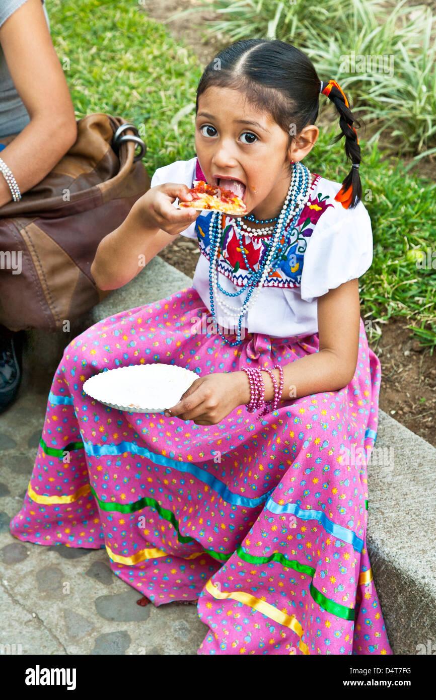 Mexican Skirt Imágenes De Stock Mexican Skirt Fotos De