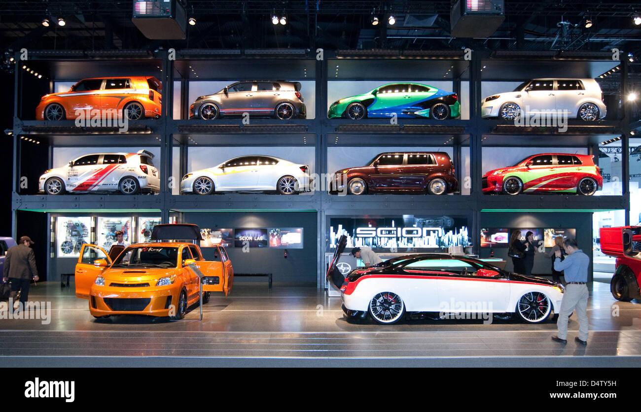 Autos por Scion stand en el LA Auto Show en Los Angeles, Estados Unidos, 03 de diciembre de 2009. Los vehículos Imagen De Stock