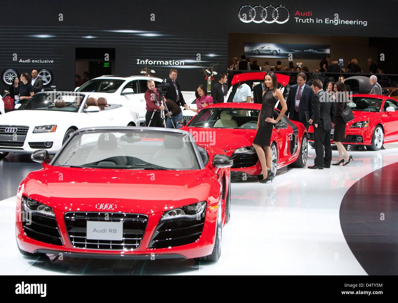 Coches de Audi stand en el LA Auto Show en Los Angeles, Estados Unidos, 03 de diciembre de 2009. Los vehículos Imagen De Stock