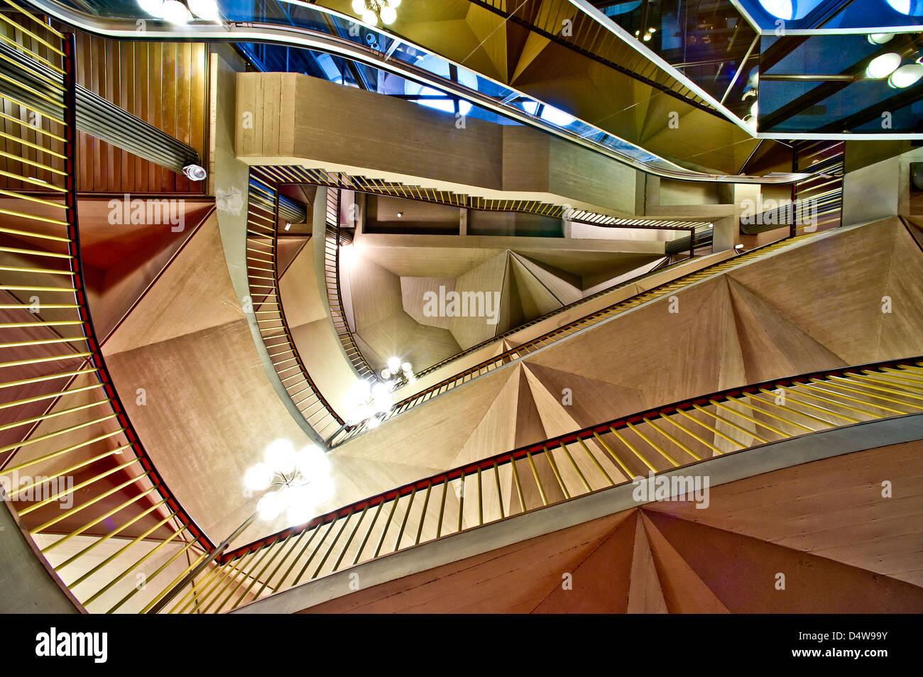 Europa, Italia El Teatro Regio de Turín Piamonte ('Royal Theatre') arquitectura de Carlo Mollino y escaleras de Foto de stock