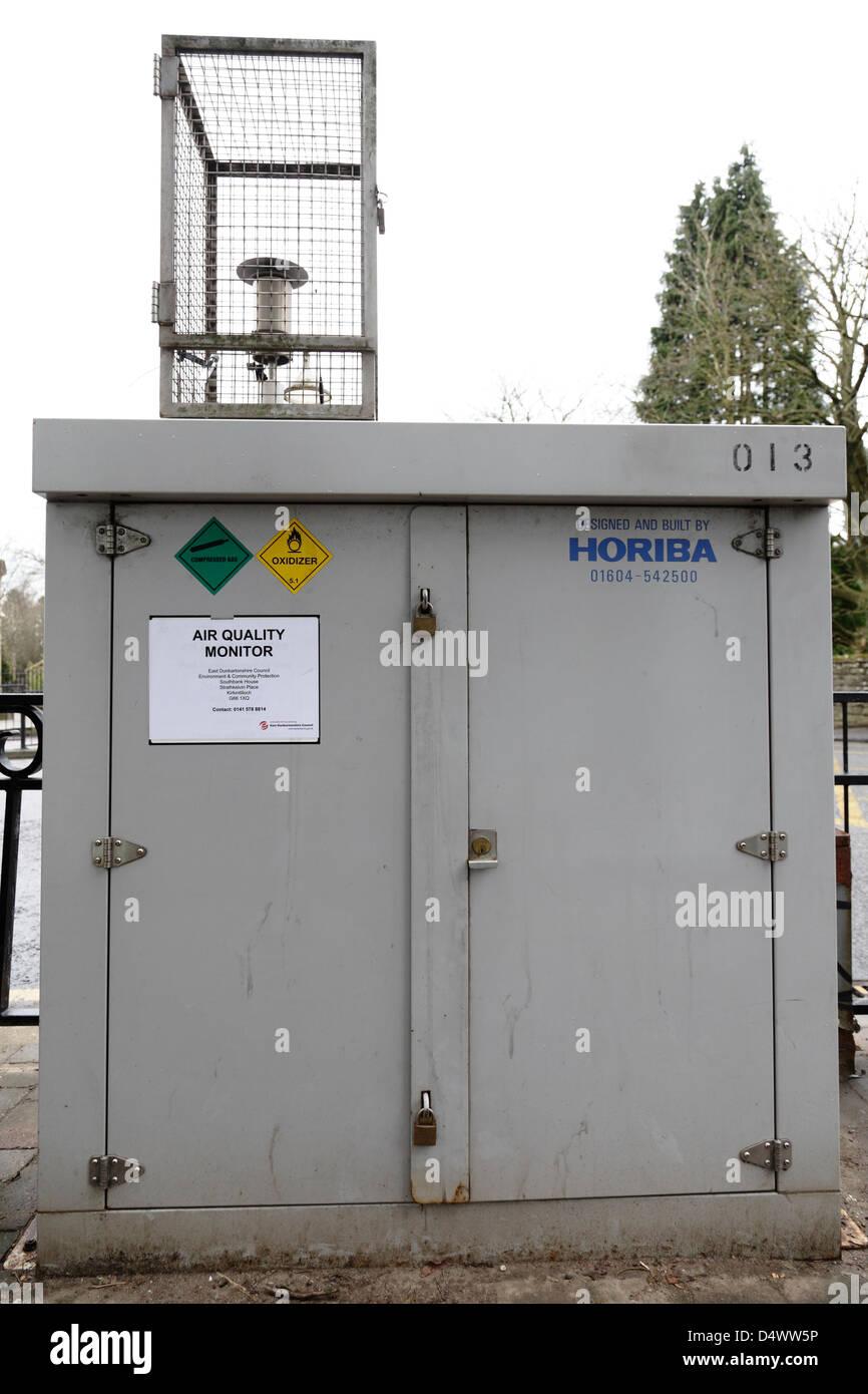 Una calidad del aire Horiba monitor instalado en Escocia, Reino Unido Foto de stock