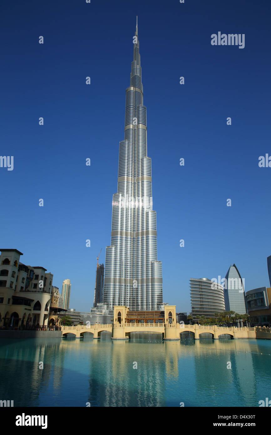 El Burj Khalifa, el edificio más alto del mundo, Dubai, Emiratos Árabes Unidos. Imagen De Stock