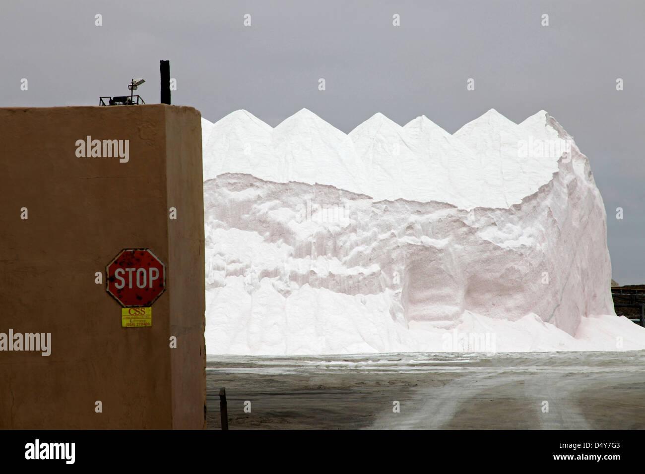 Namibia, Walvis Bay. Salar Refinería Montones de Sal. Imagen De Stock