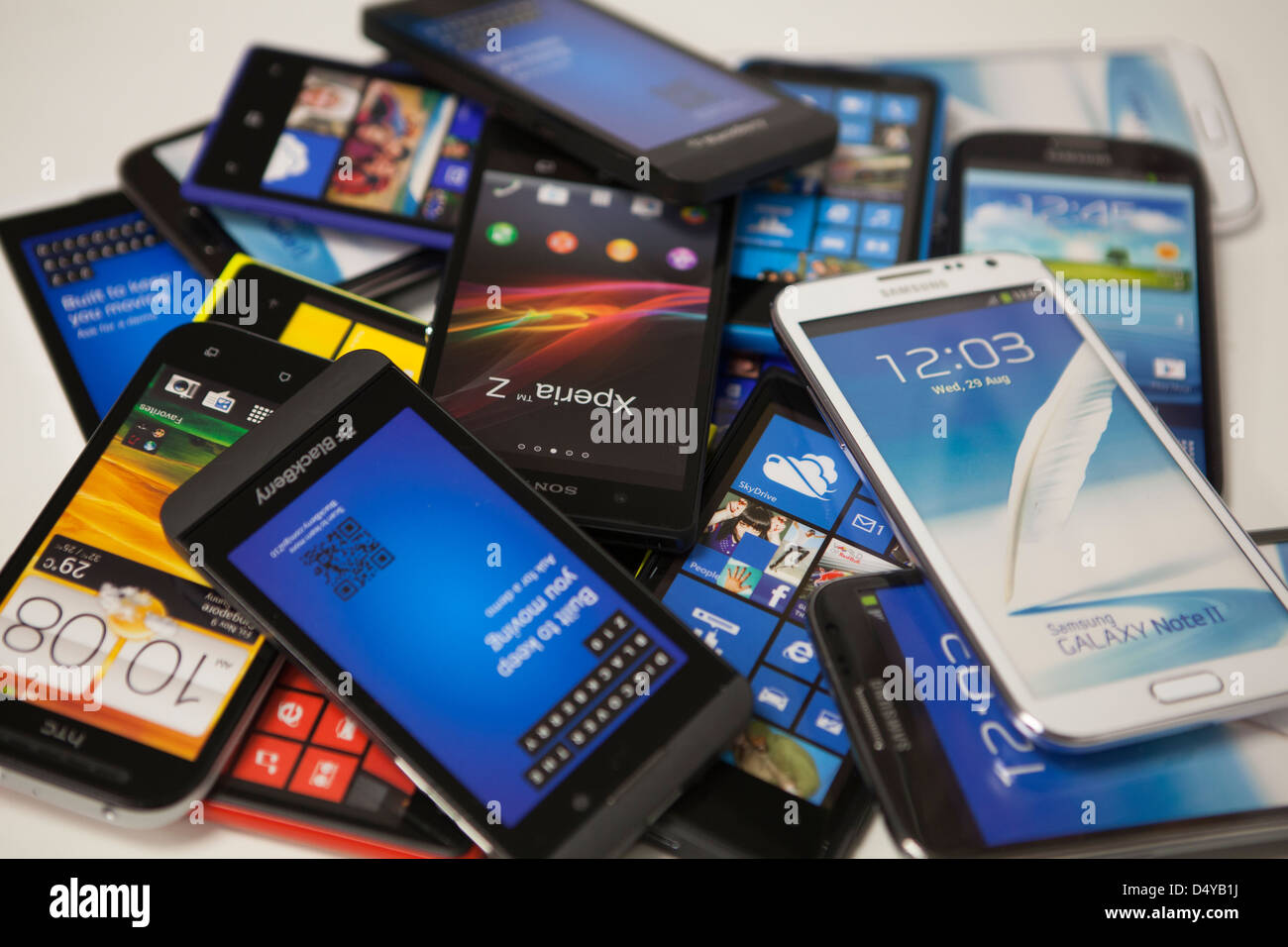 Montón de teléfonos inteligentes. Imagen De Stock