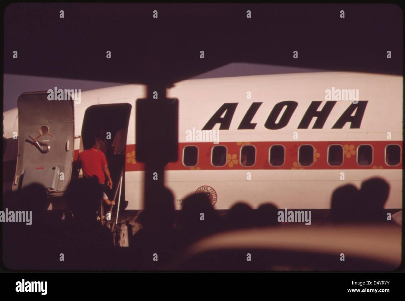 Aloha Airlines en una de las dos principales líneas aéreas que conectan las islas, octubre de 1973 Foto de stock