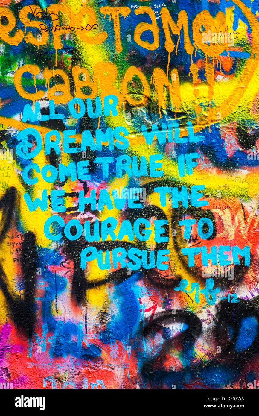 Graffiti en el muro de John Lennon en Praga, Praga, República Checa,Česká Republika Foto de stock