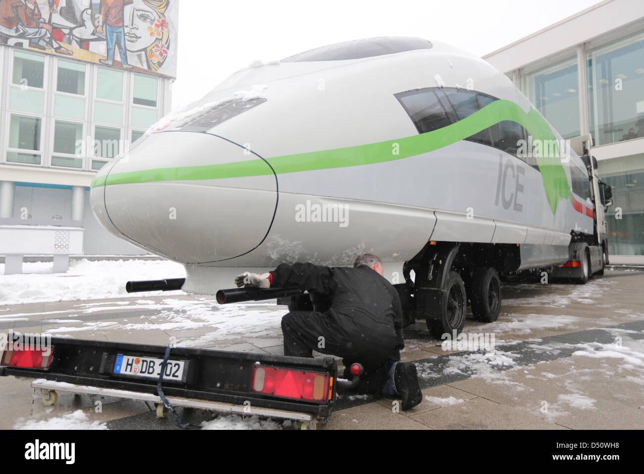 Una locomotora de hielo se muestra en el cuadro CCO para la conferencia de prensa de los estados financieros en Foto de stock