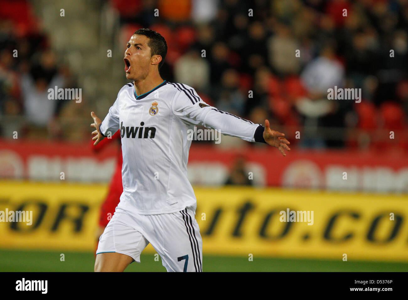 Jugador de fútbol del Real Madrid Cristiano Ronaldo celebra tras marcar un gol Imagen De Stock