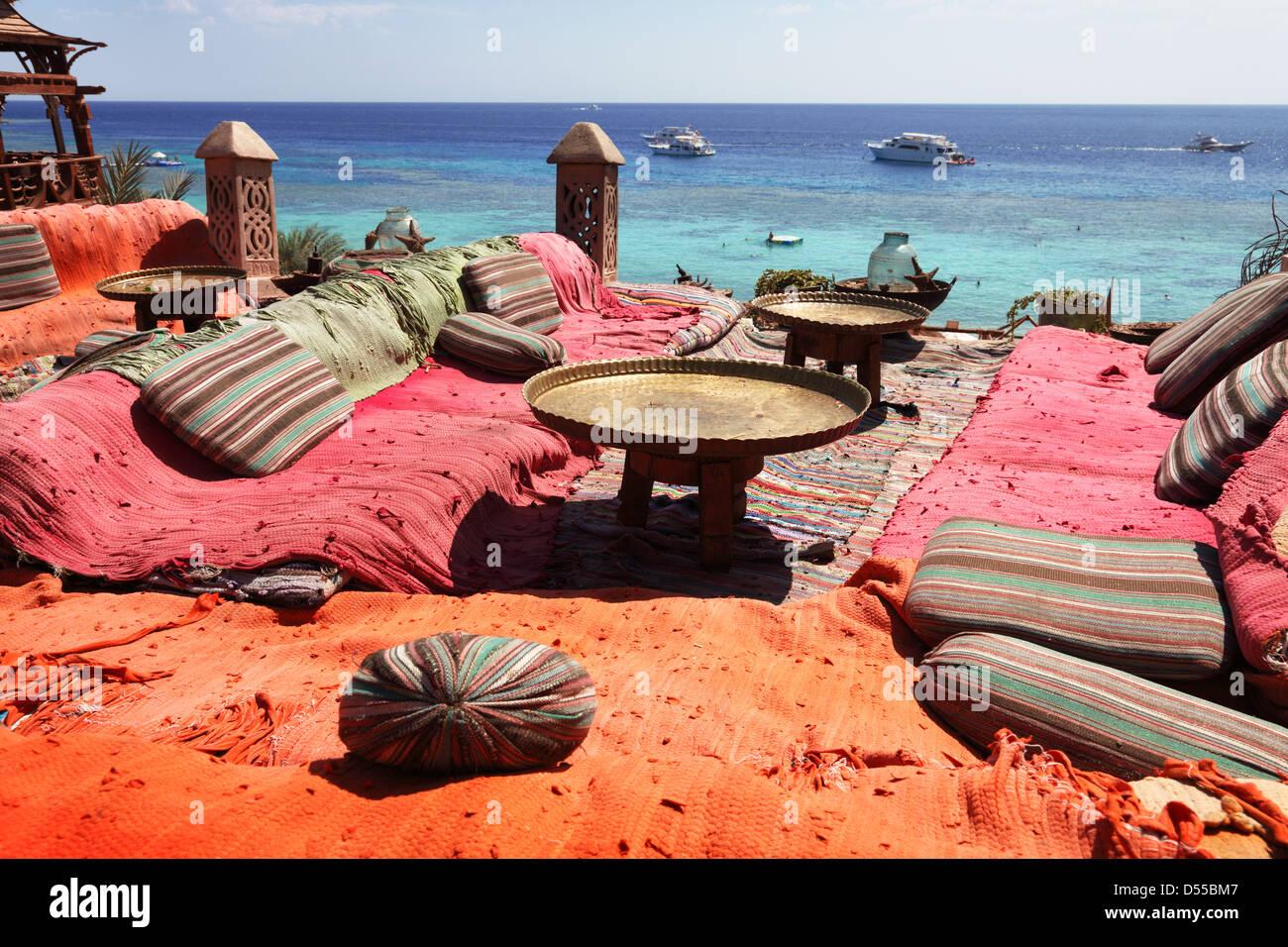 Salón y zona de relax en el mar rojo, en Sharm el Sheikh. Imagen De Stock