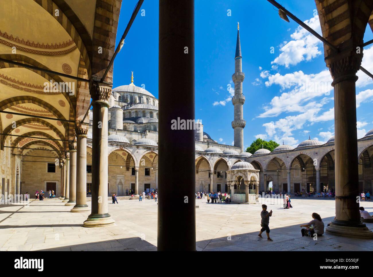 La Mezquita Azul (Sultan Ahmet Camii), Sultanahmet, Estambul, Turquía central Imagen De Stock