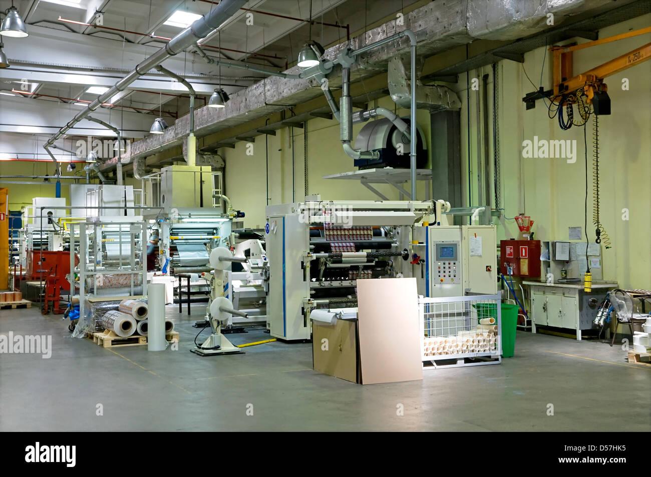 Fábrica de fabricación de papel de embalaje Imagen De Stock