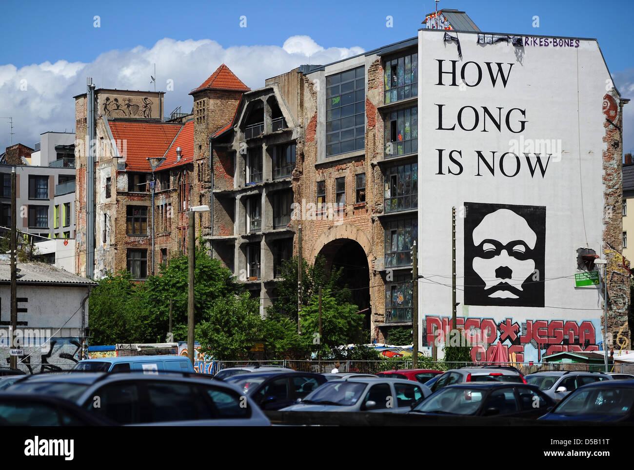 El Kunsthaus Tacheles, capturado en Oranienburger Strasse, en Berlín, Alemania, el 29 de julio de 2010. El Imagen De Stock