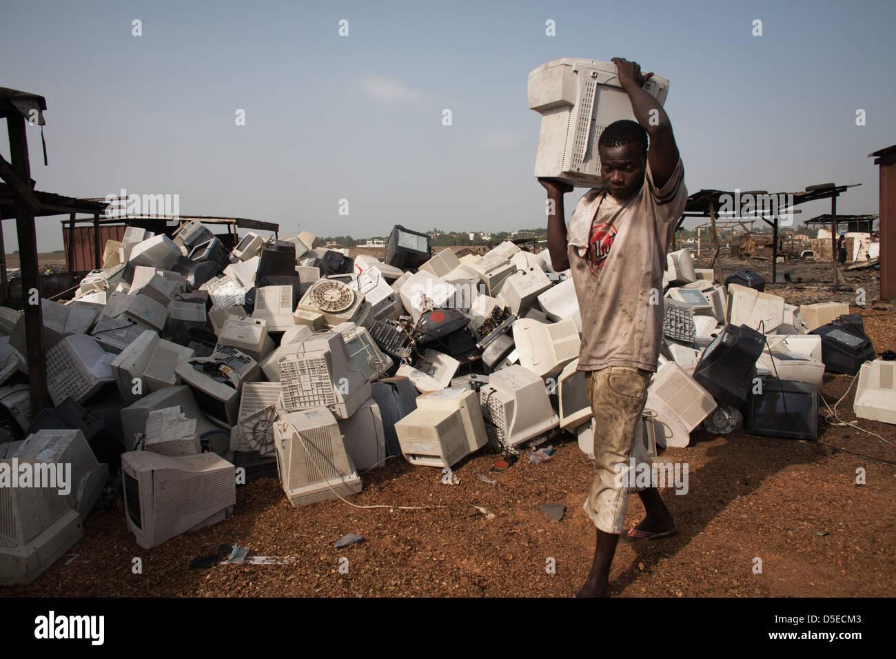 Los residuos electrónicos de volcado de Agbogbloshie, en Accra, Ghana. Imagen De Stock