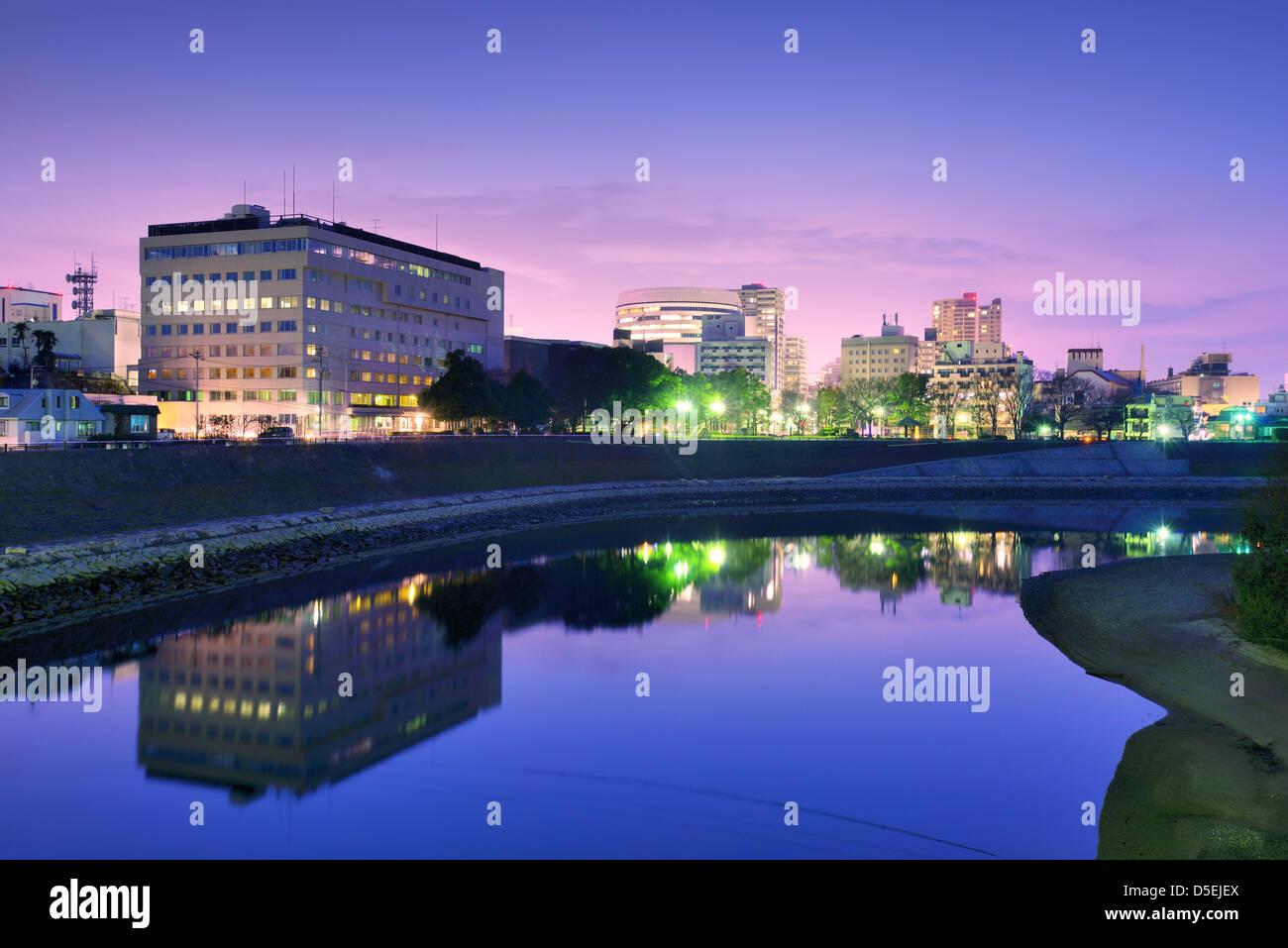 De Okayama, Japón del paisaje urbano en el río Asahi. Imagen De Stock