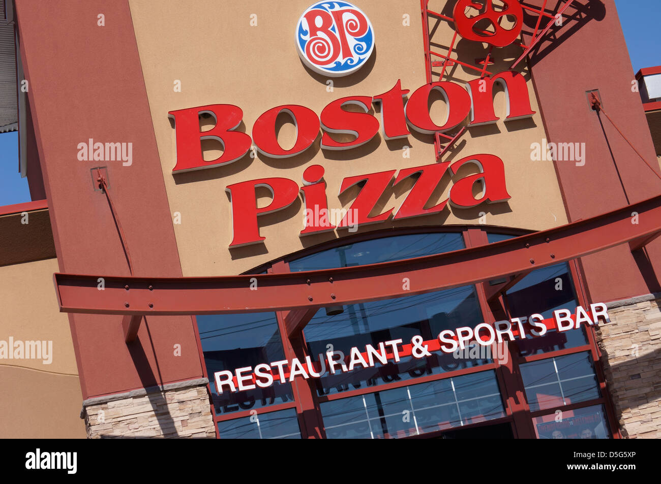 Boston Pizza Restaurant & Bar de deportes Imagen De Stock
