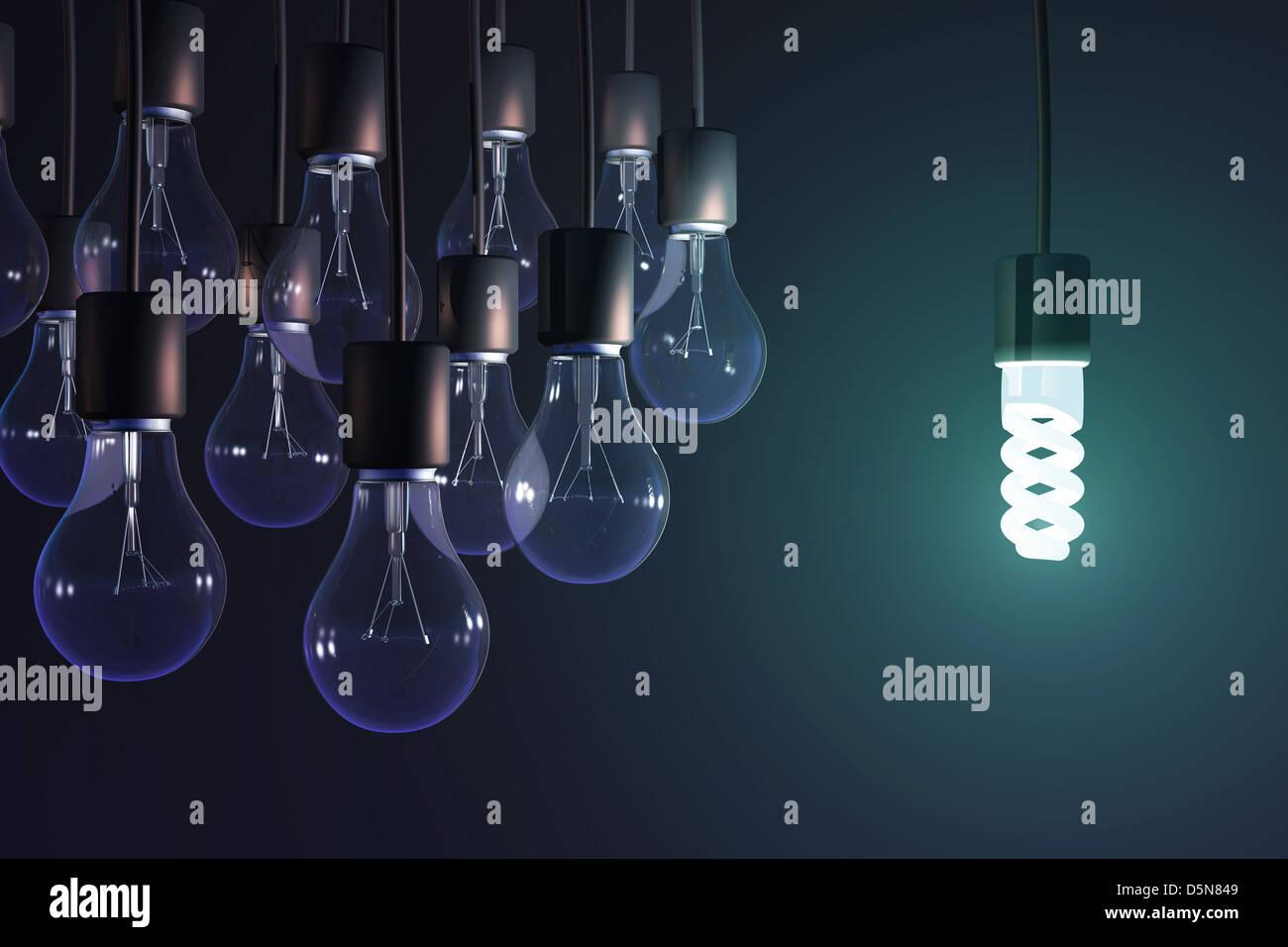 Lámpara de ahorro de energía entre el gris de la bombilla Foto de stock
