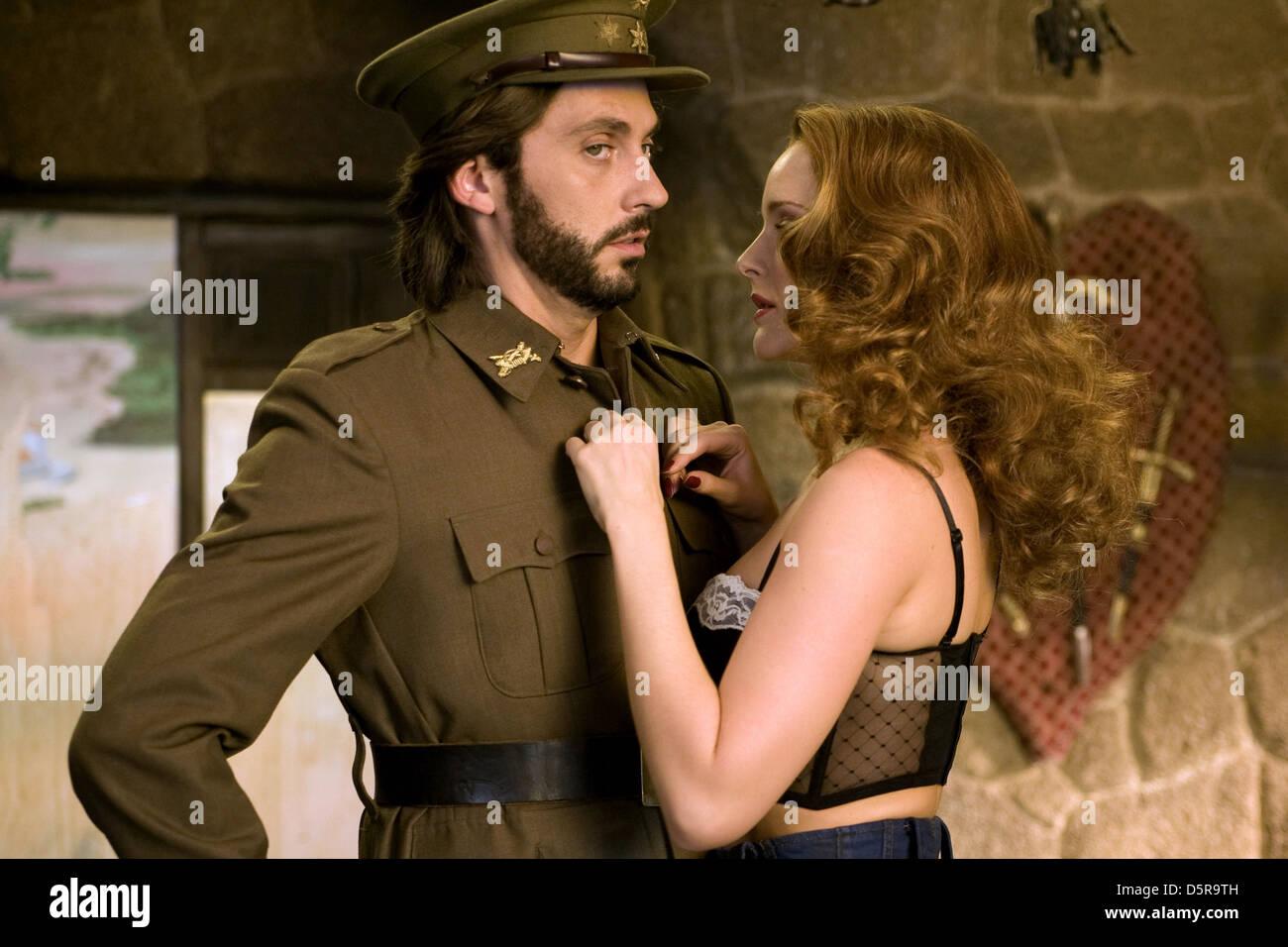 PACO León y Ana POLVOROSA NO LO LLAMES AMOR... LLAMALO X (2011). Imagen De Stock