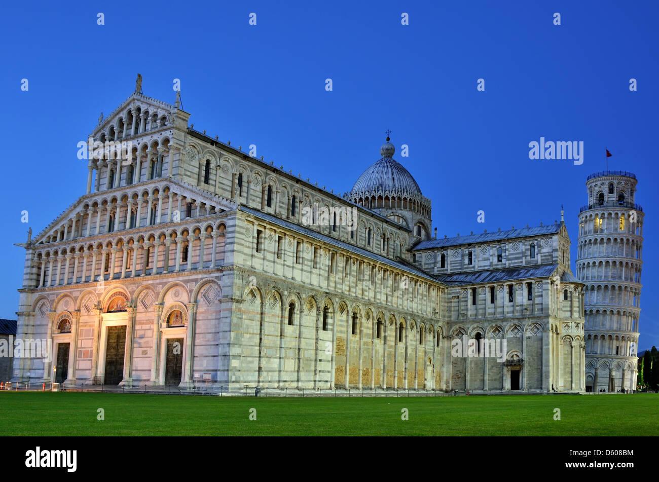 Catedral de Pisa y la Torre Inclinada, la arquitectura románica en Toscana Imagen De Stock