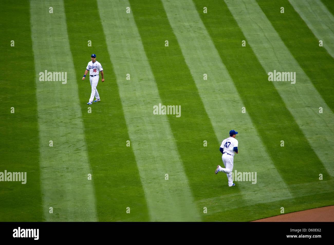 29b71e0c58247 Los Angeles Dodgers jugadores corren en el outfield como parte del pre-juego  acondicionado.