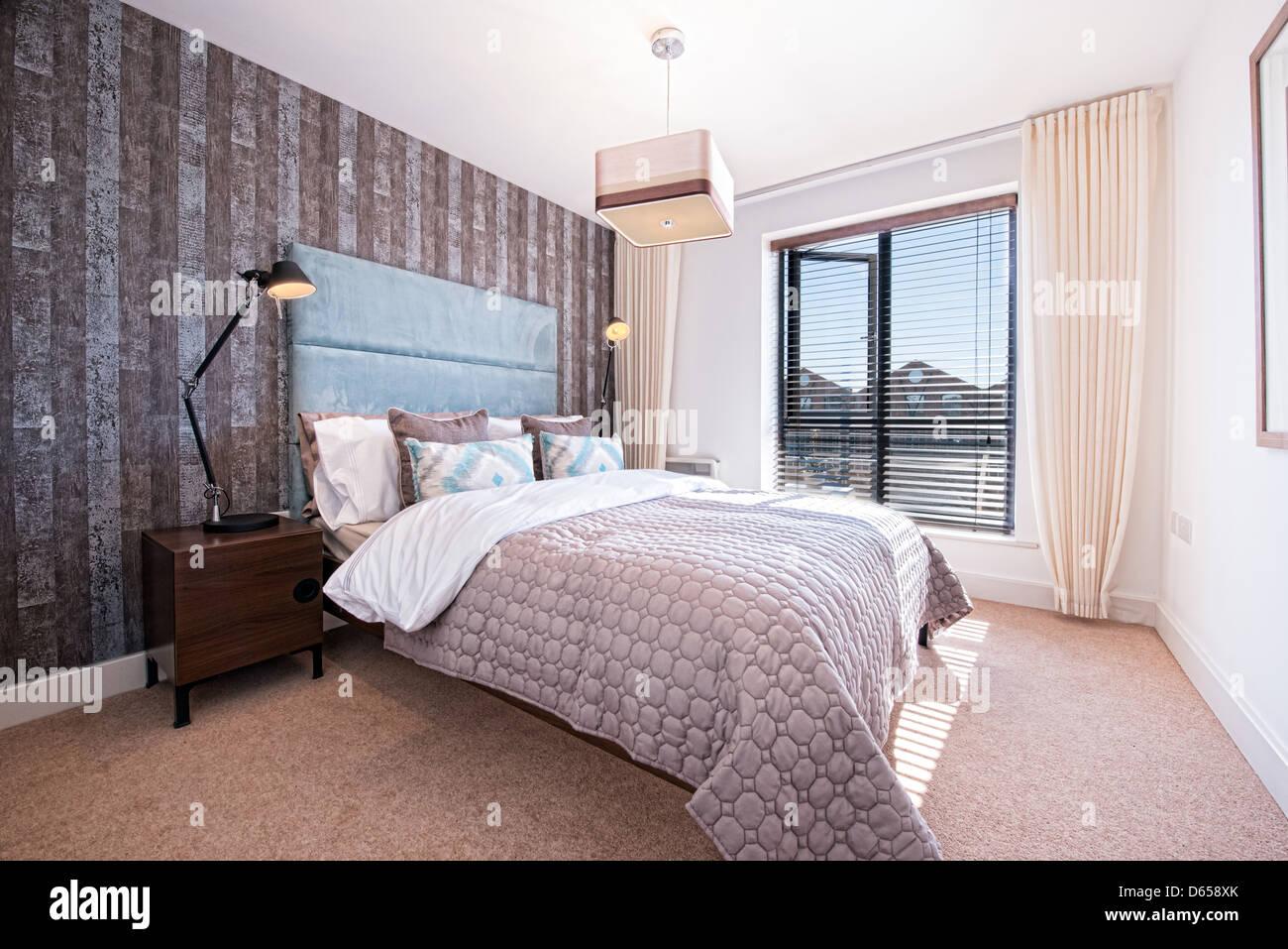 Una prolija y moderna habitación doble Imagen De Stock