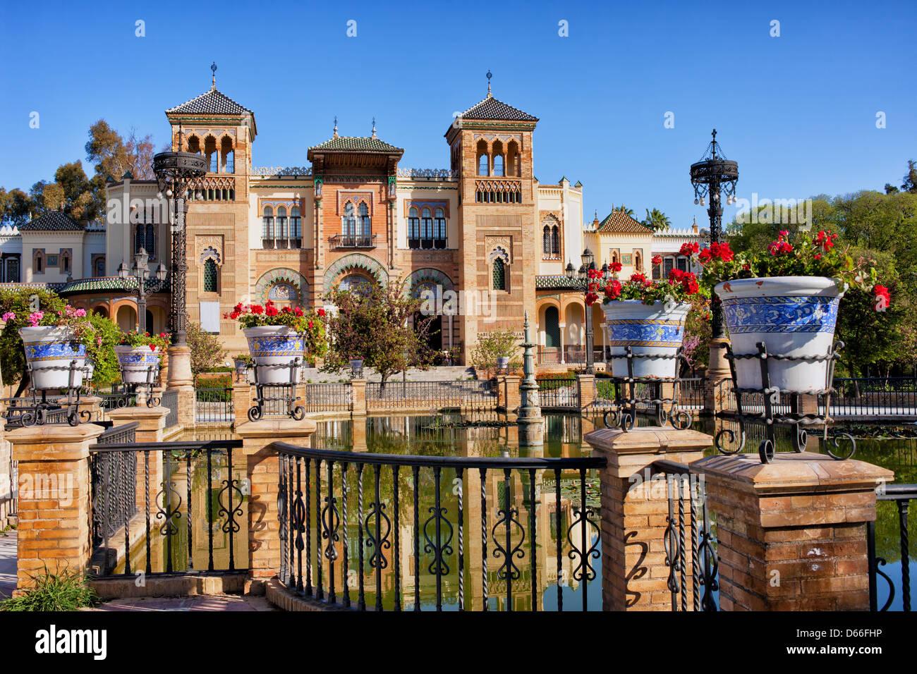 Museo de artes y tradiciones de sevilla en el pabellón mudéjar, el parque de María Luisa, Sevilla, Andalucía, España. Foto de stock