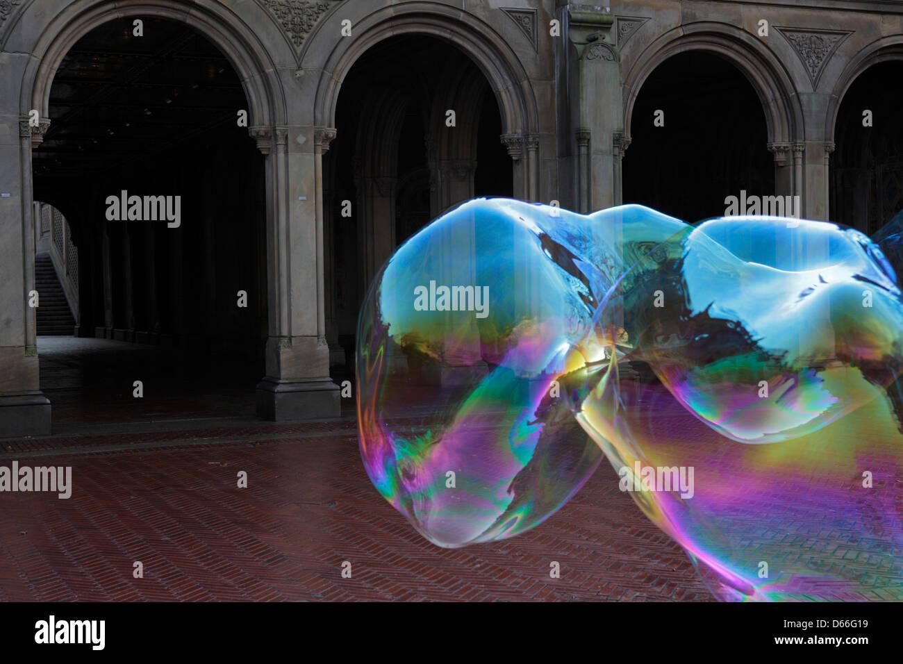 Colorido Soap Bubble en Central Park, New York City Imagen De Stock