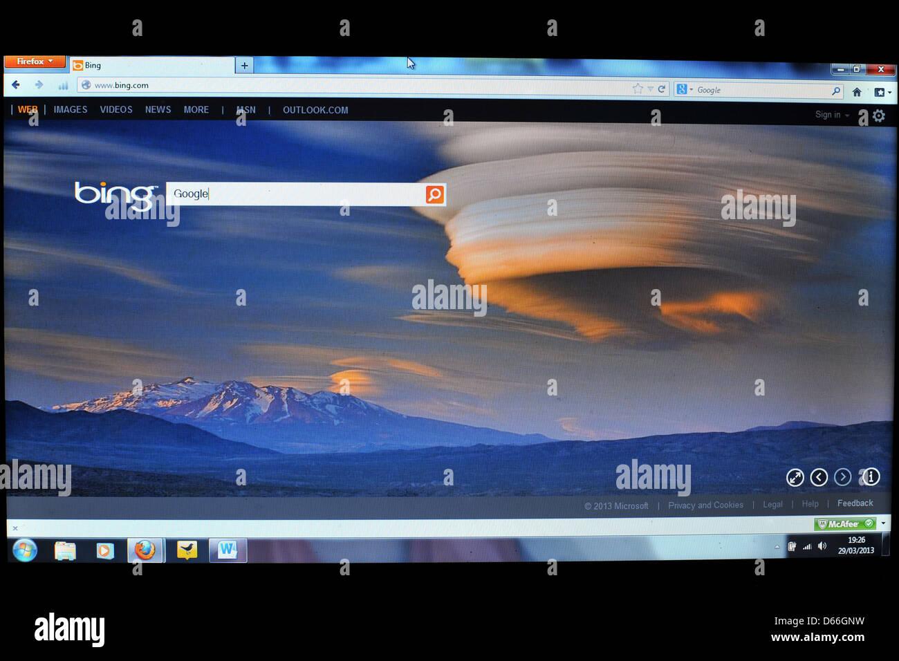 Imagen de la pantalla de una computadora que muestra la página de inicio del motor de búsqueda Bing. Imagen De Stock