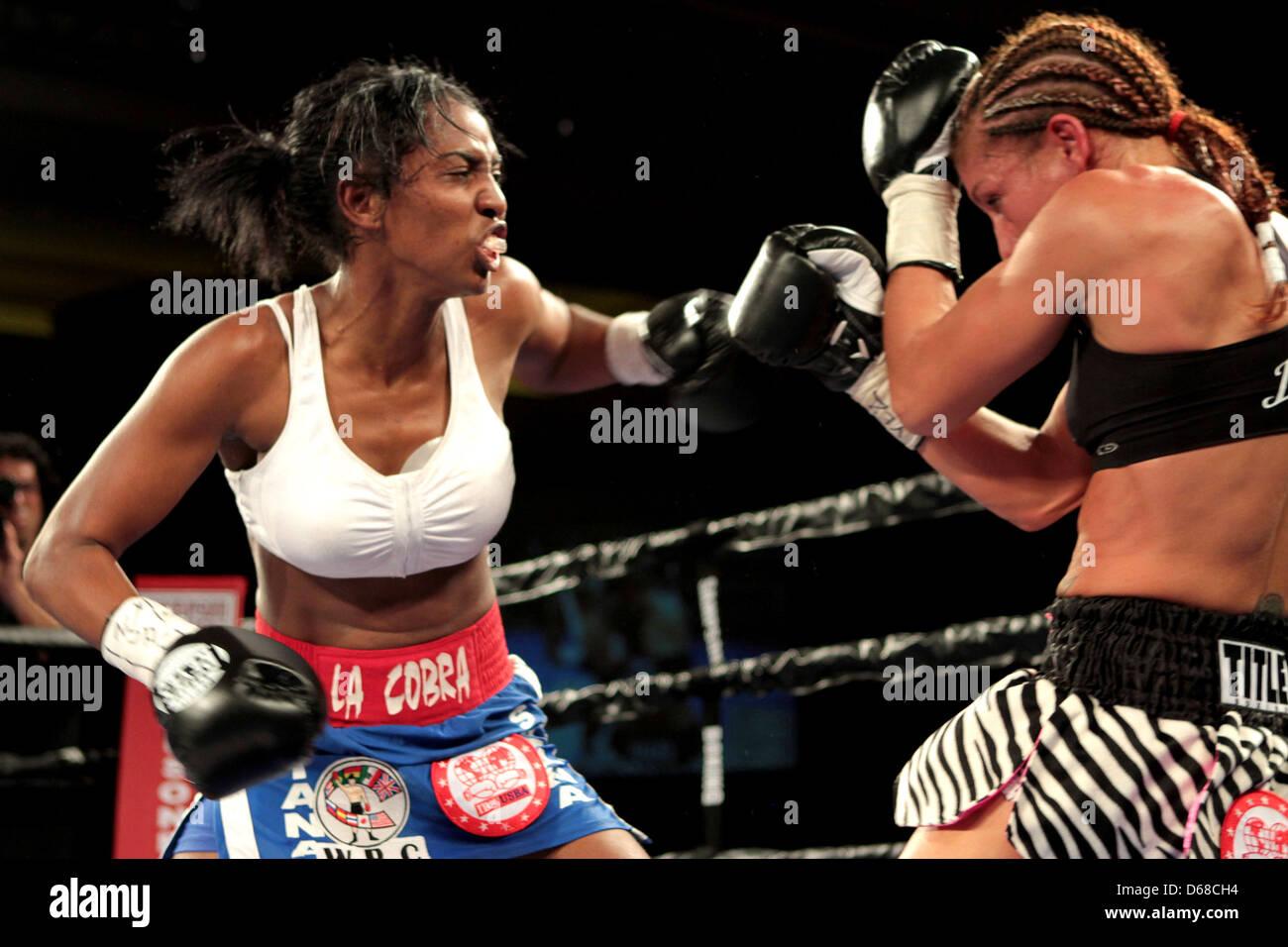 Dahiana Santana vs Stacey Reile Stay-Lo. Santana fue a ganar el ...