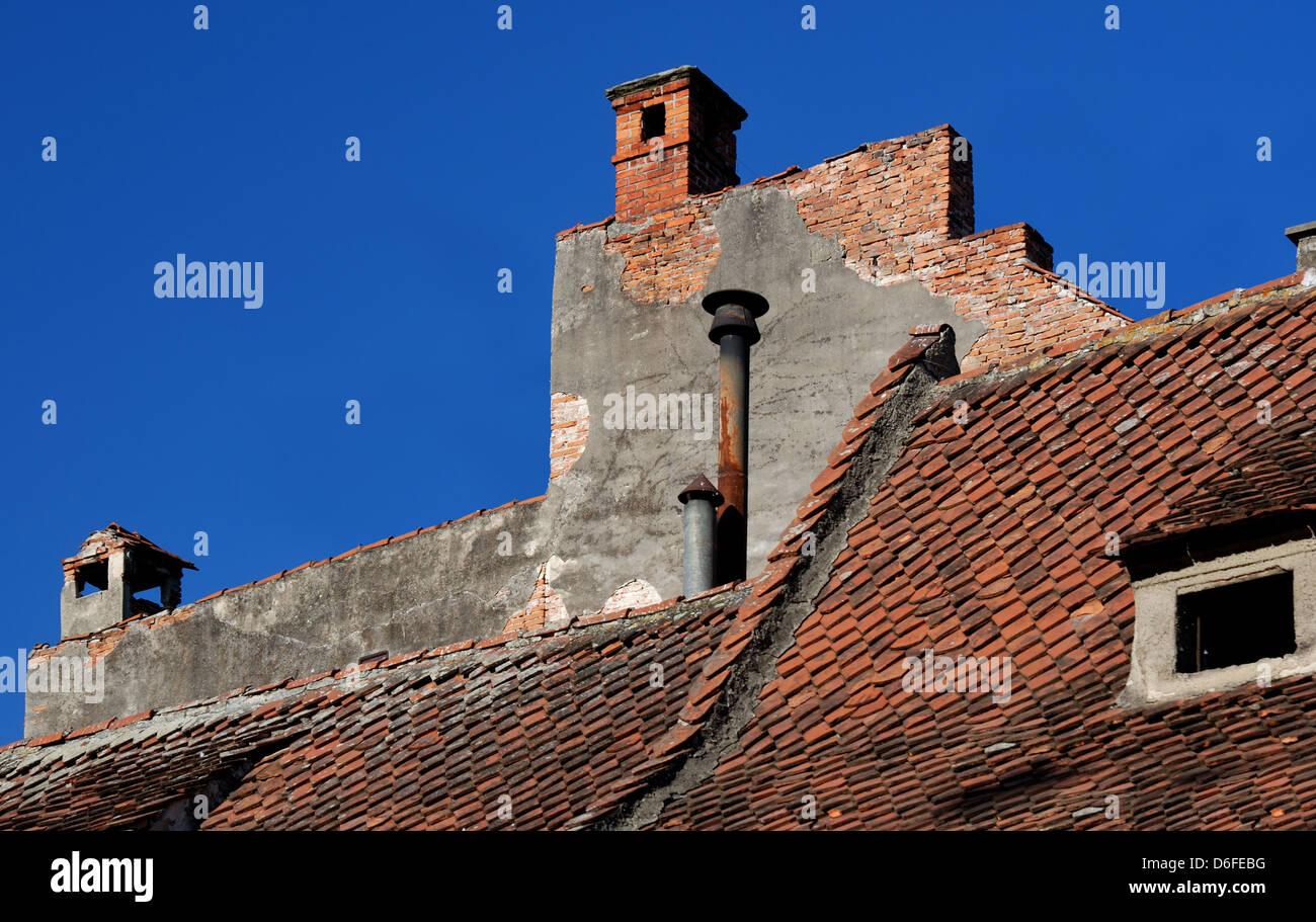 Detalle de la arquitectura medieval de techo en Brasov, Rumania Imagen De Stock