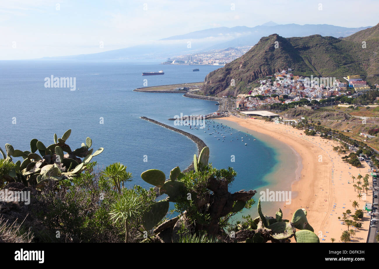 Playa de Las Teresitas, una famosa playa cerca de Santa Cruz de Tenerife, en el norte de Tenerife, Islas Canarias, Imagen De Stock